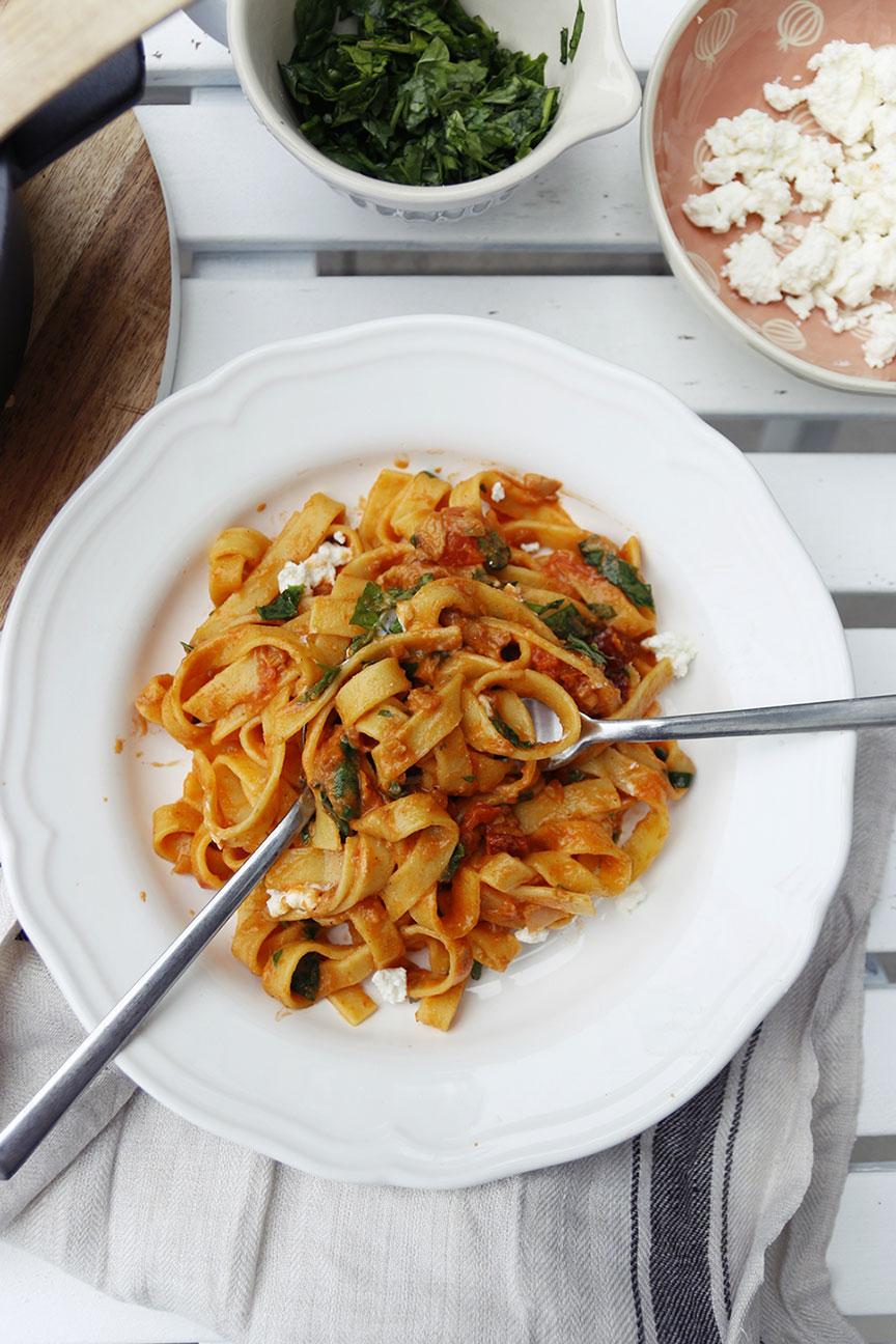 pasta z pomidorami