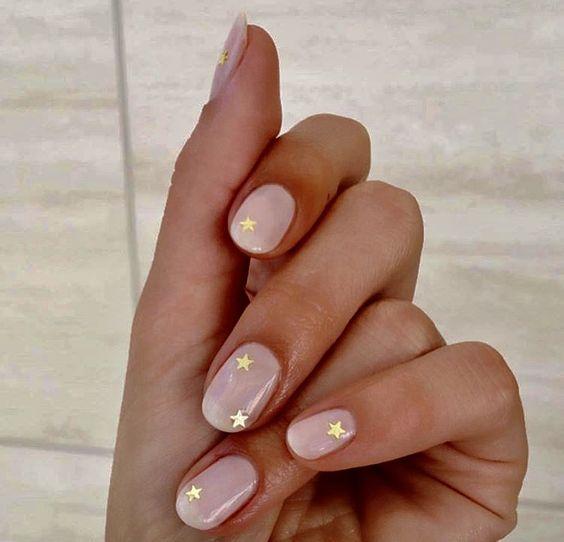 minimalistyczne paznokcie