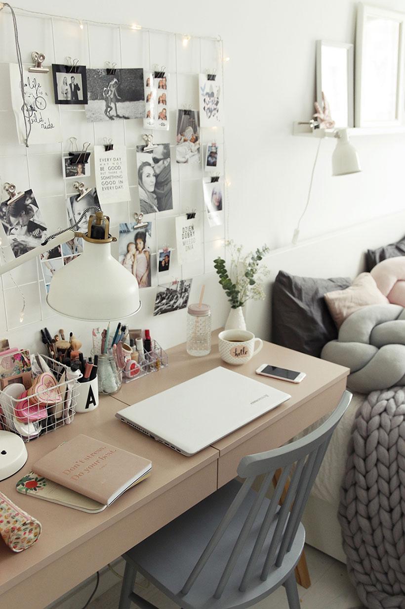 biurko w sypialni