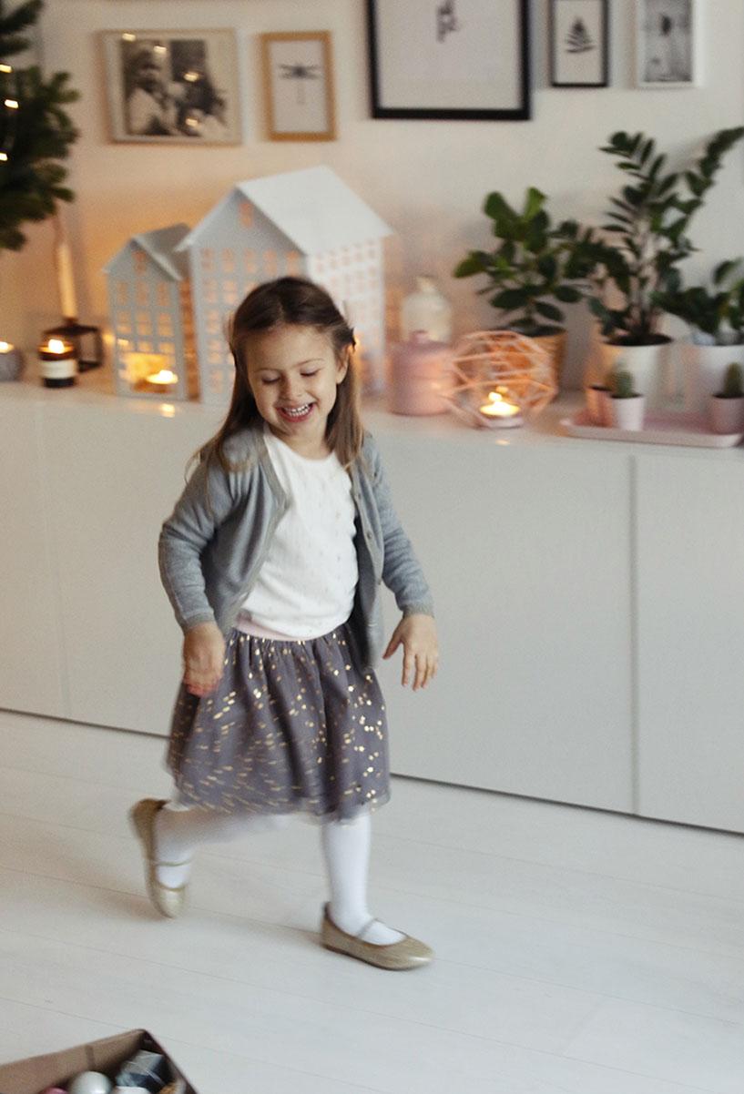 elegancki strój dla dziewczynki