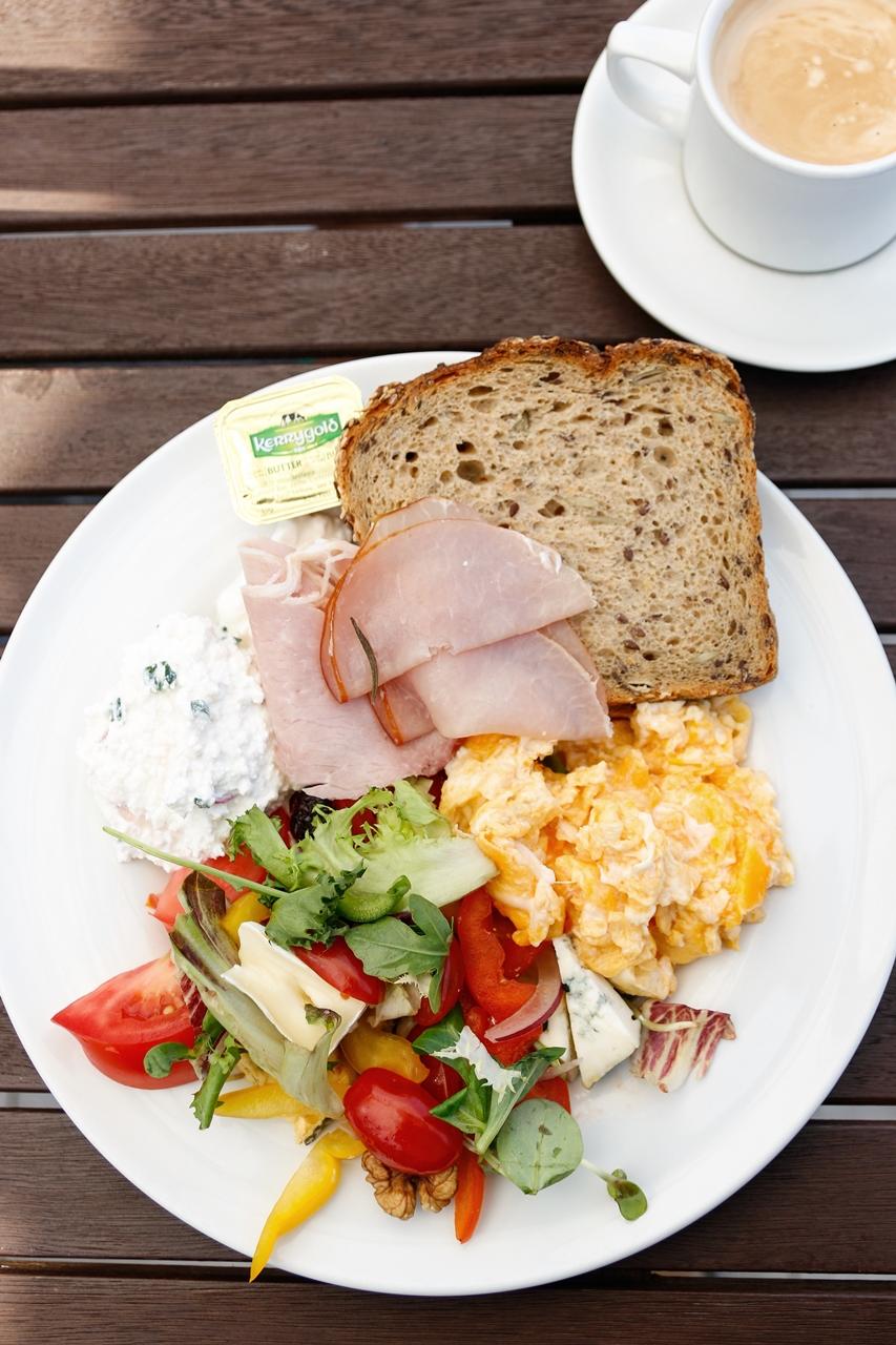 grand lubicz śniadanie