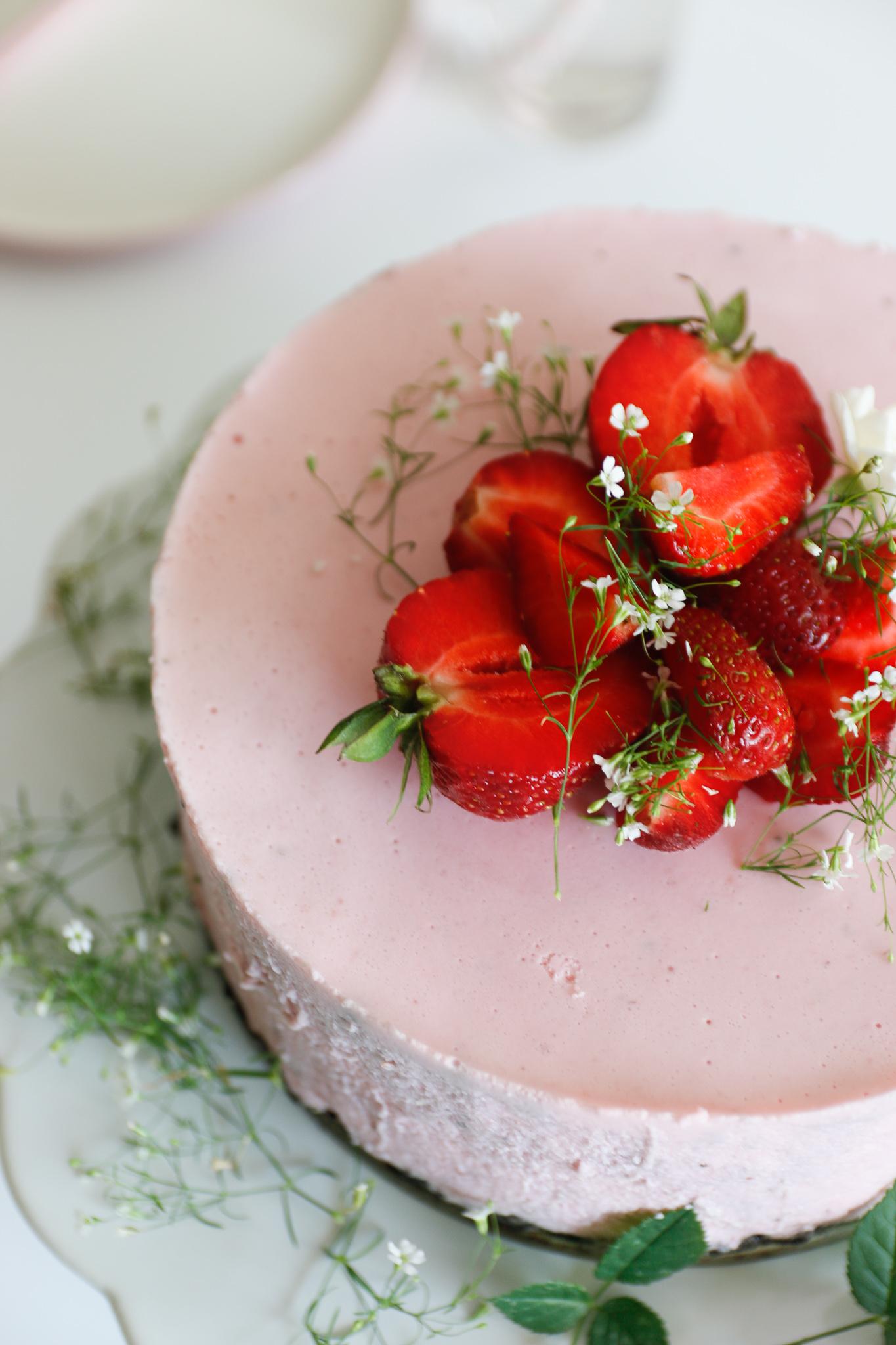 truskawkowy sernik na zimno
