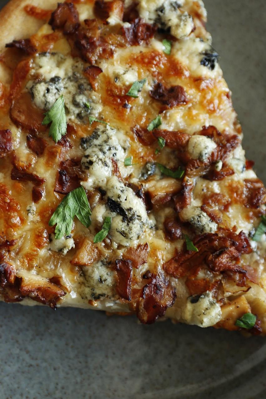 pizza z kurkami i boczkiem