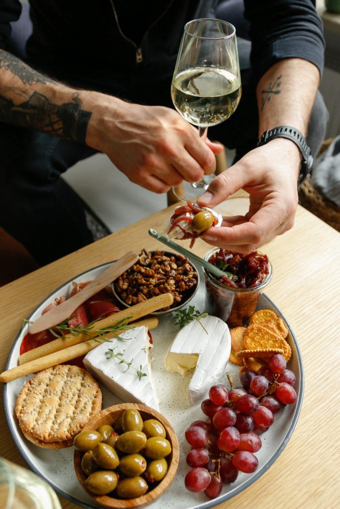 przekąska z serem brie