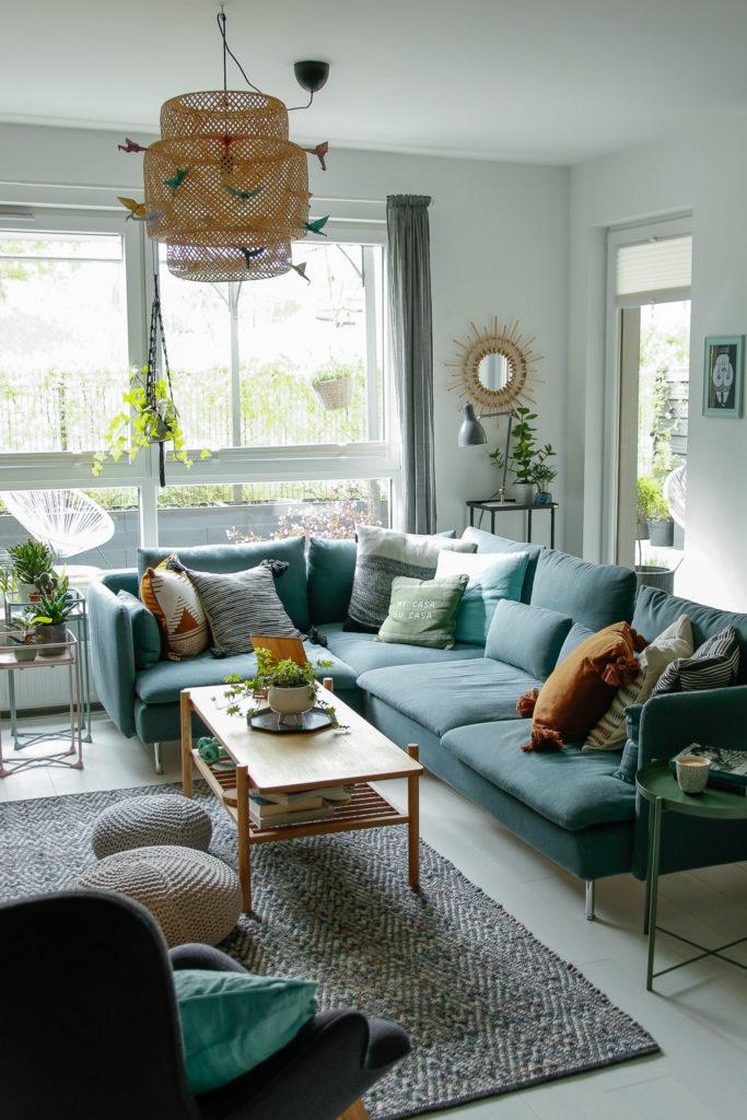 turkusowa sofa