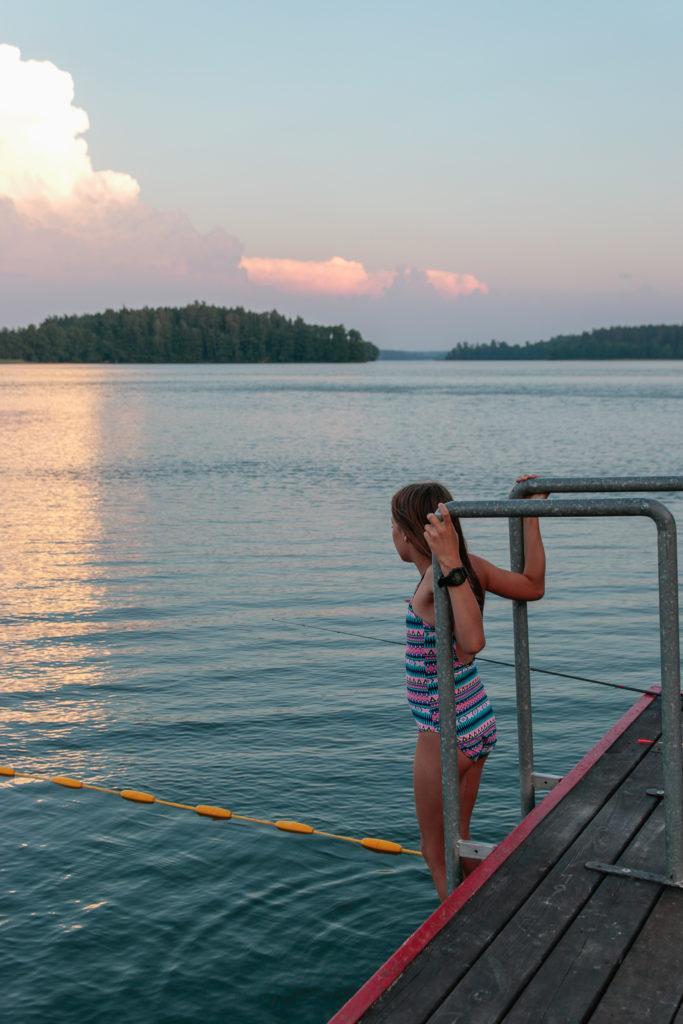 jezioro o zachodzie