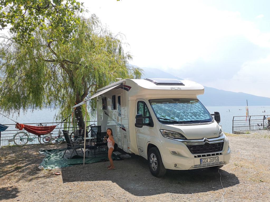 kamping nad jeziorem Garda
