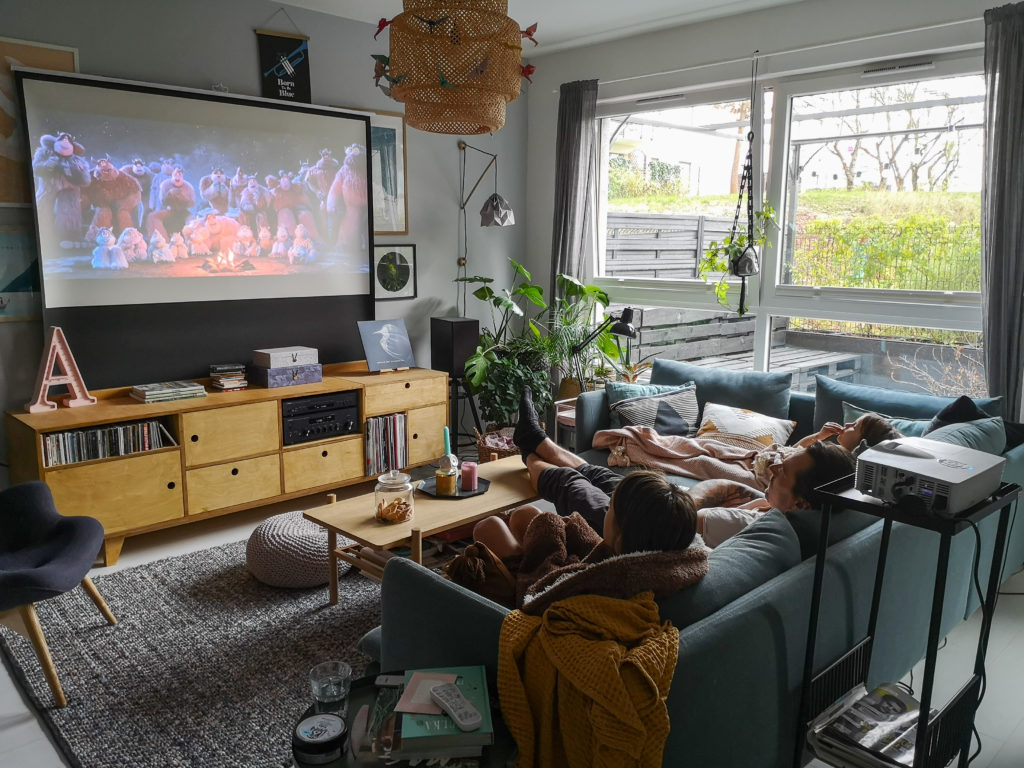kino domowe ekran