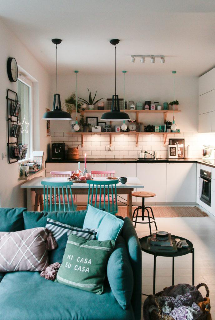kuchnia z półkami