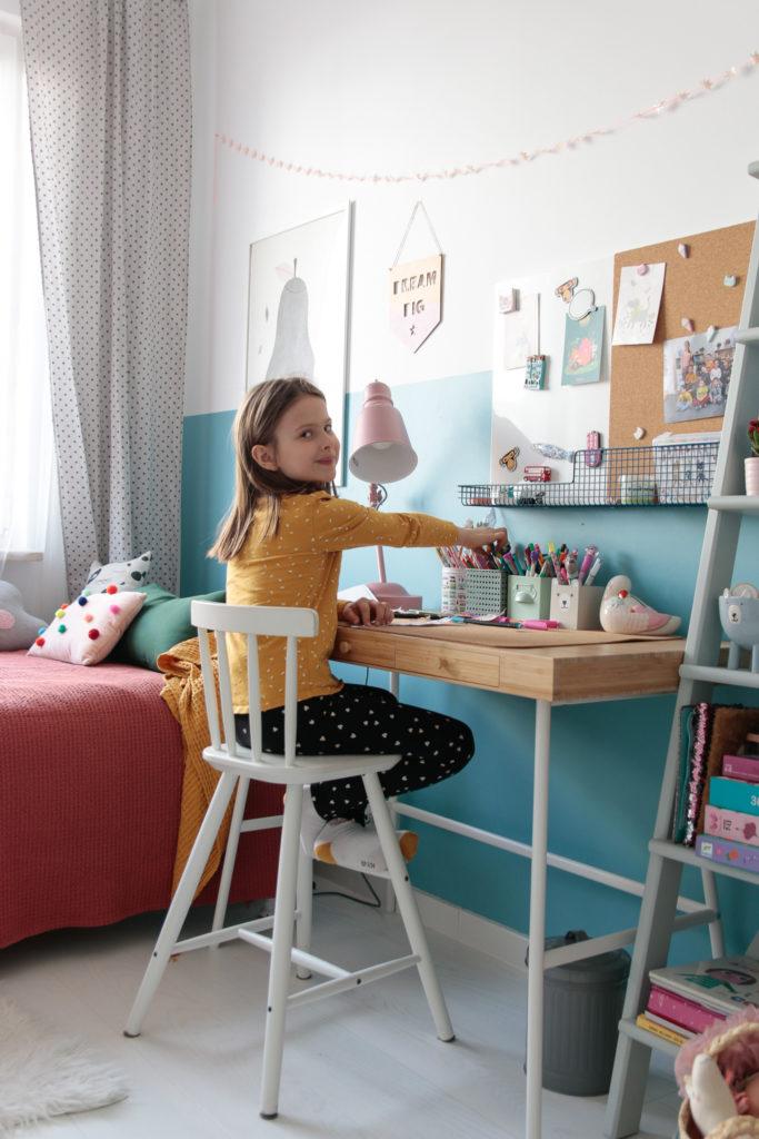 lekkie biurko dla dziecka